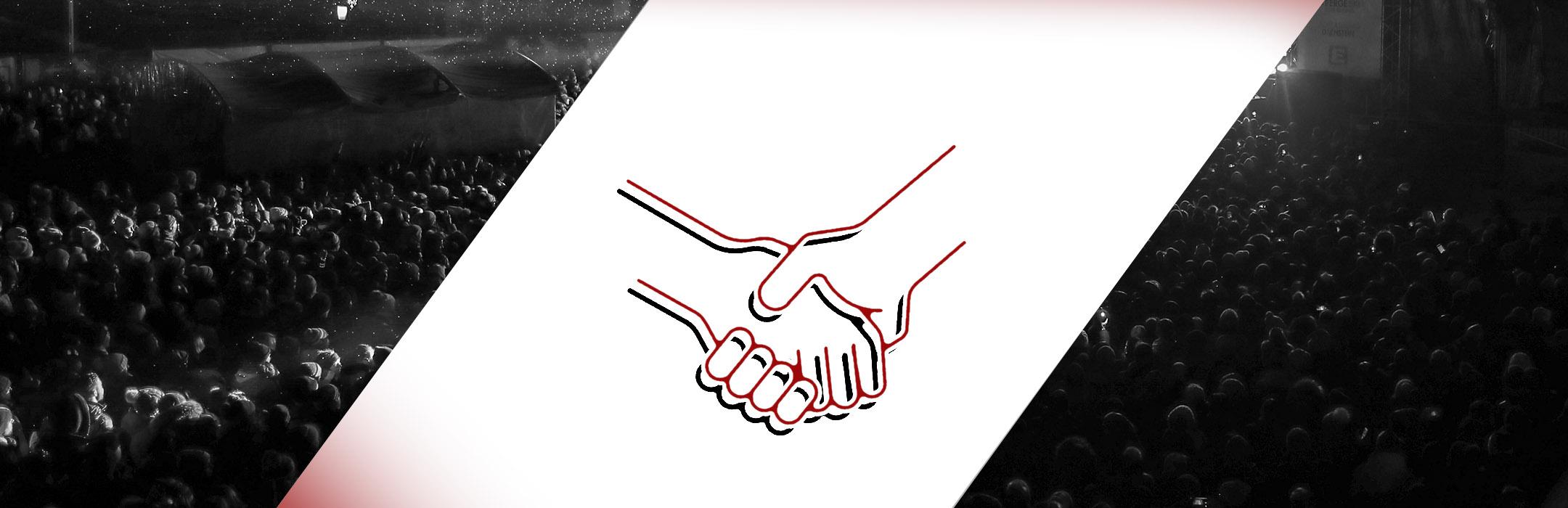 Titelbild Über uns - event-akademie.at. Mittig zeigt eine Grafik Händeschütteln, im Hintergrund sieht man das Publikum bei einer Live-Veranstaltung in einer Konzerthalle.